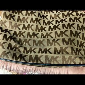 Michael Kors Bags - Micheal Kors ladies purse